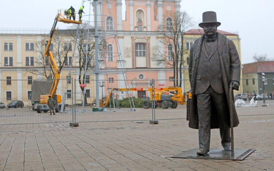 Kaune pradėta konstruoti miesto Kalėdinė eglė