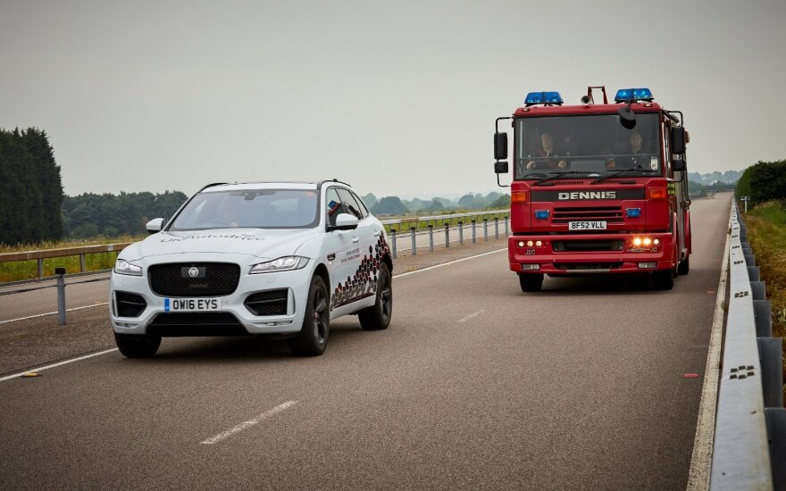 """""""Jaguar Land Rover"""" nebijo """"Brexito"""" ir elektromobilius planuoja gaminti Anglijoje"""
