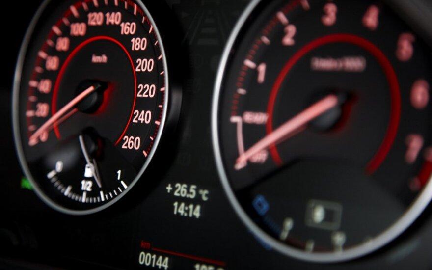 BMW, spidometras, greitis