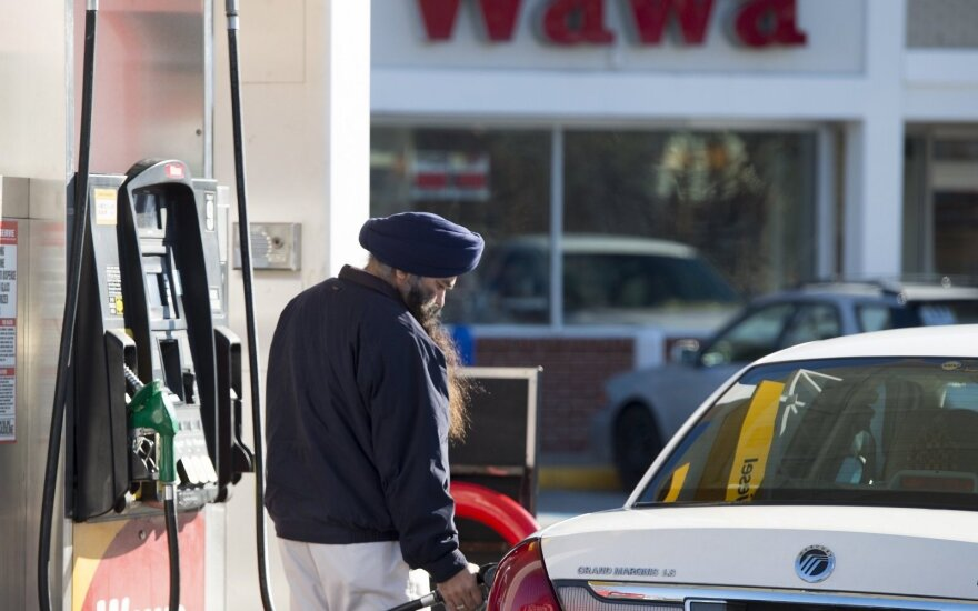 Krenta naftos kainos