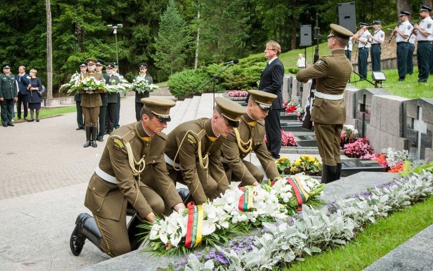 Siūlymas reikalauti nuteisti Medininkų tragedijos kaltininkus: Skvernelio ir Pranckiečio nuomonės skiriasi