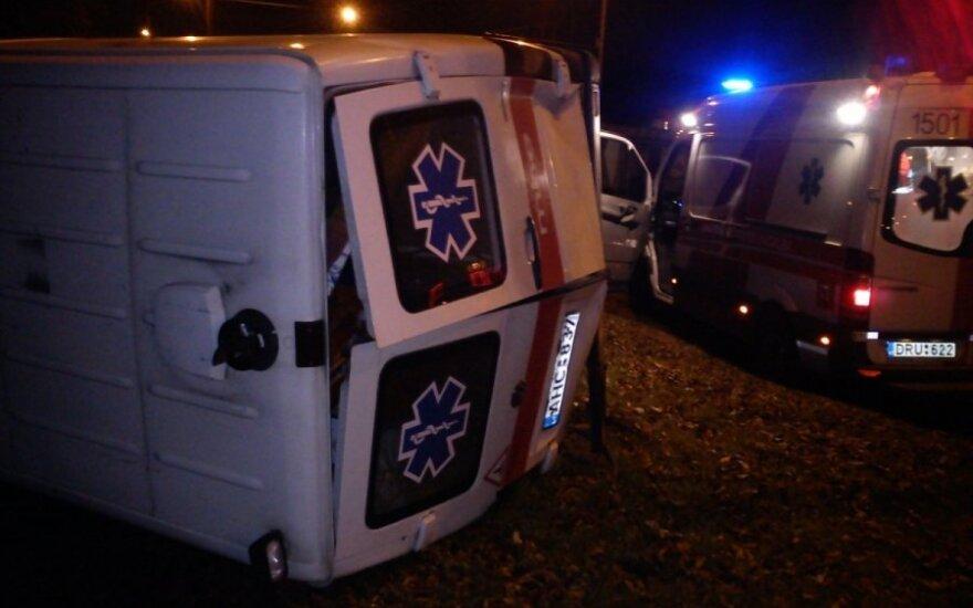 Kaune per avariją sudaužytas medikų automobilis, kaltininkas pabėgo