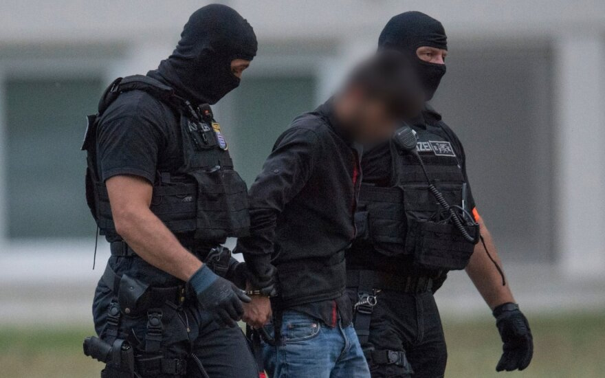 Paauglių žaginimu ir nužudymu įtariamą pabėgėlį grąžino teismui – apkaltintas pats