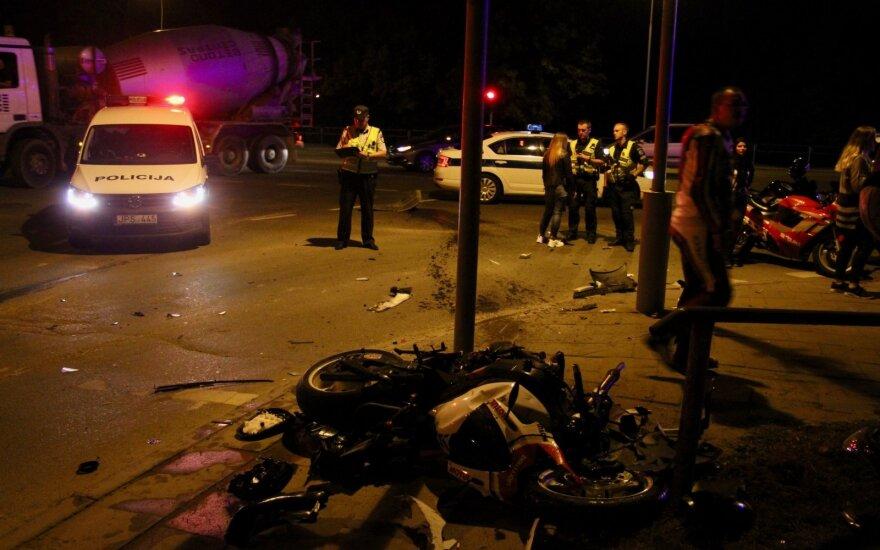 """Sostinėje """"Toyota Prius"""" taranavo motociklą: skubios medikų pagalbos prireikė motociklininkui"""