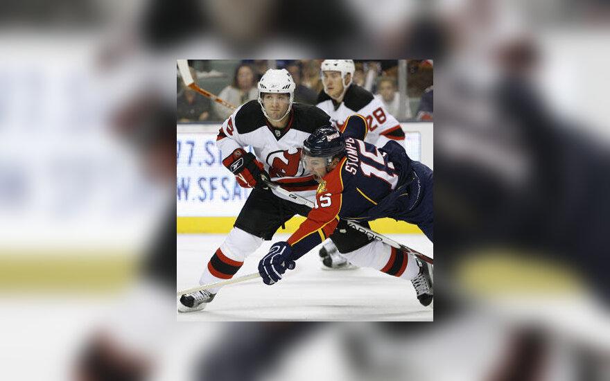 "Andy Greene (""Devils"") kovoja su Jozef Stumpel (""Panthers"")"