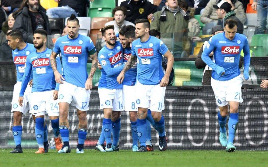 """""""Napoli"""" žaidėjai džiaugiasi po Jorginho pelnyto įvarčio"""