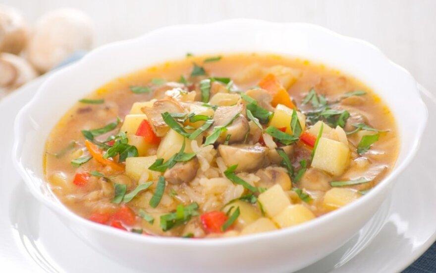 Greitai pagaminama: grybų, daržovių ir ryžių sriuba