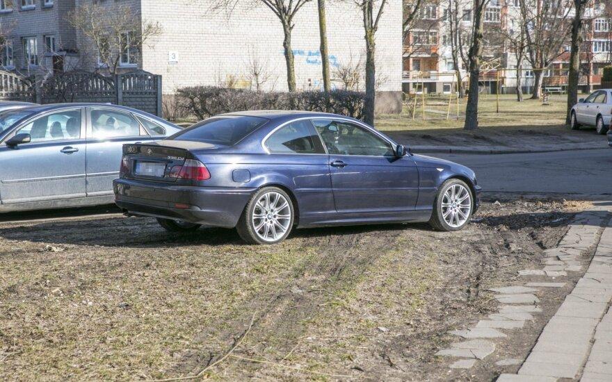Automobilis ant vejos