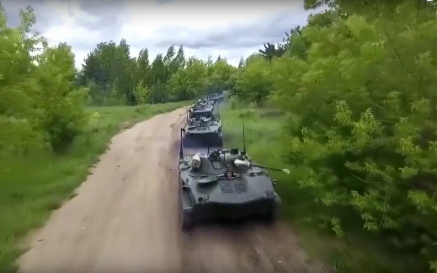 """NATO nariai nerimauja dėl Rusijos """"karinio pozavimo"""""""