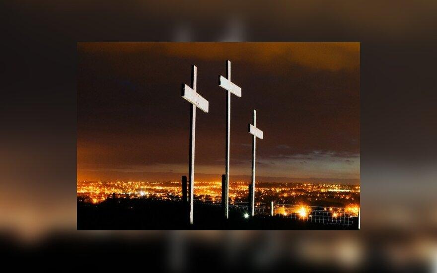 Vilniuje antstoliai varžytinėse parduoda kryžių