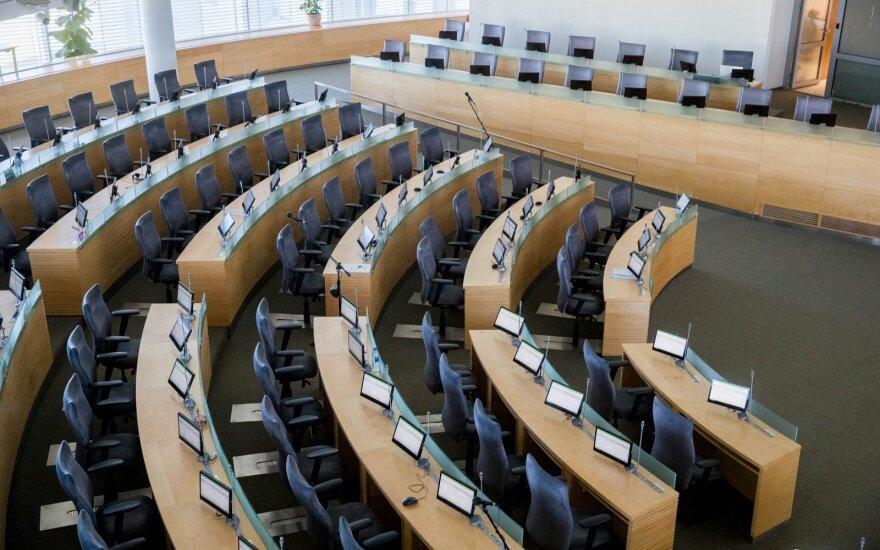 """""""Socialdarbiečiai"""" ir socialdemokratai rinkimams jau sukaupė maždaug po 200 tūkst. eurų"""