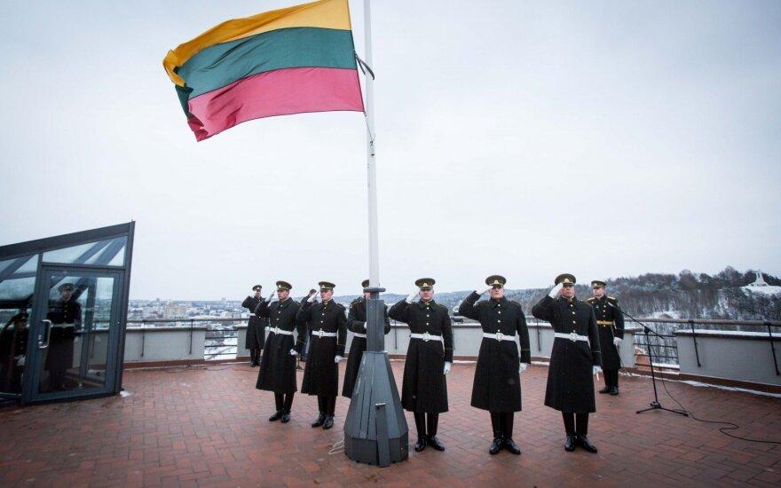 Pirmąją Naujųjų metų dieną - tradicinė Lietuvos vėliavos pagerbimo ceremonija