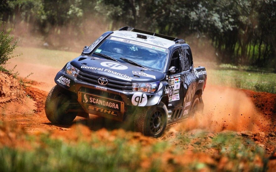"B. Vanago ""Toyota Hilux"" bolidas skrieja Paragvajuje"