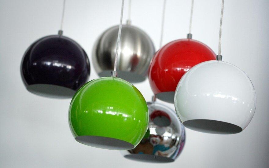 """Pakabinamas šviestuvas """"Ball"""" (ISKU nuotr.)"""