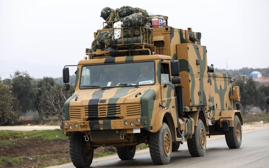 Turkija skelbia apie sunaikintus Sirijos režimo taikinius, žuvo 56 kariai