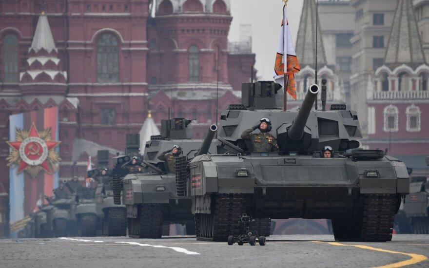 """Rusija išbandė Sirijoje savo naujausius tankus """"Armata"""""""