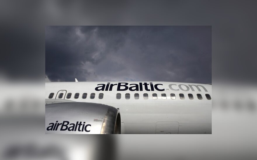 """""""airBaltic"""" skraidys naujais lėktuvais"""