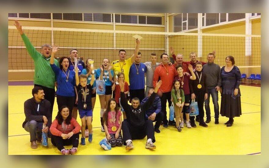 Šeimų tinklinio turnyro Vilniuje dalyviai