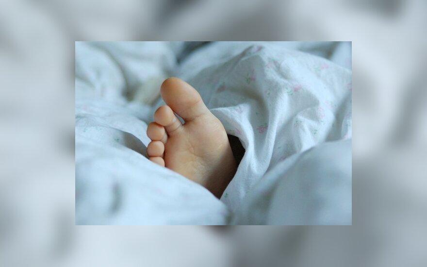 Motina vaikus iškeitė į sugyventinį, priekabiavusį prie jos mažylių