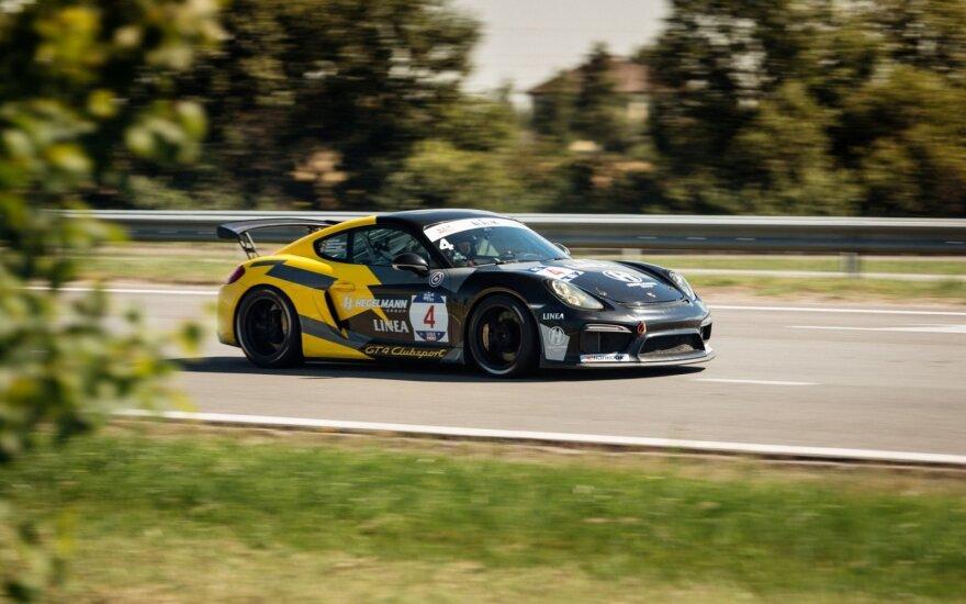 """""""Porsche Baltic"""" komanda pergalingai įveikė 1006 kilometrų iššūkį"""