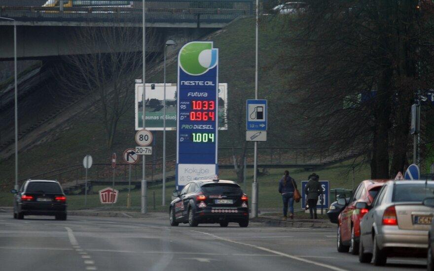 Dėl degalų kainų augimo kreiptasi į Konkurencijos tarybą