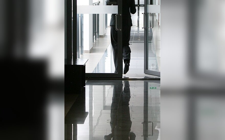 Po etikos ekspertų sprendimo buvęs Europos komisaras atsisakė darbo banko valdyboje