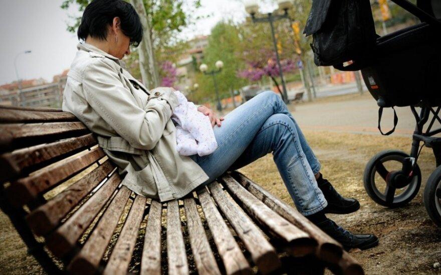 Viešai žindanti mama: skelbiu karą gyvybę niekinantiems asmenims