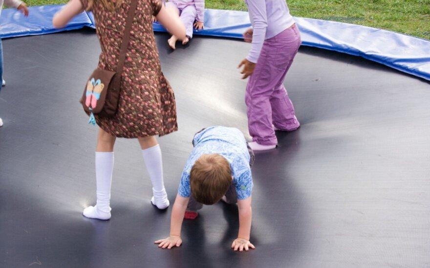 Kasdien batutų pasekmes matantis gydytojas neapsikentė: vaikus traumuojate ir darote neįgaliais