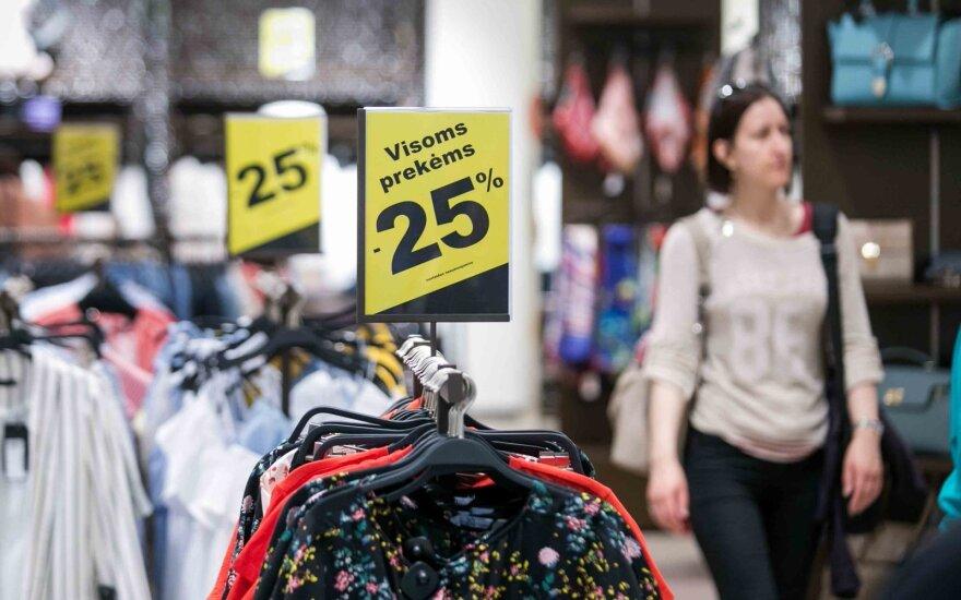 Užsienyje drabužius išparduoda už centus, o lietuviams – špyga? Paaiškino, kodėl neturime grandiozinių nuolaidų