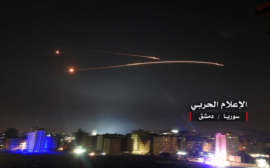 """Po """"neįprasto karinio aktyvumo"""" – smūgiai Sirijoje"""