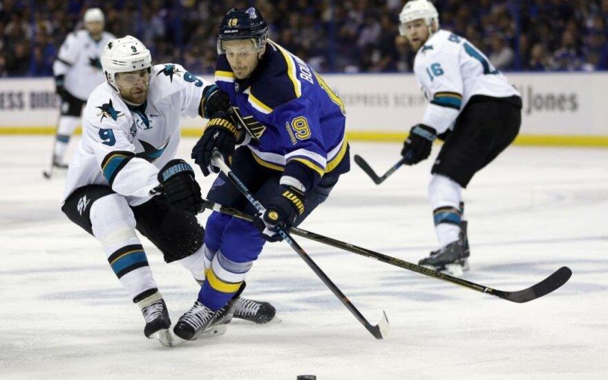 """NHL Vakarų konferencijos finalo starte – """"Sharks"""" su sugrįžusiu D. Zubrumi nesėkmė"""