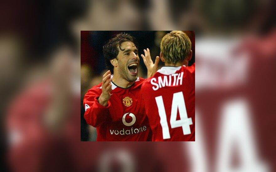 """Ruudas van Nistelrooy'us ir Alanas Smithas (""""Manchester United"""") džiaugiasi įvarčiu"""