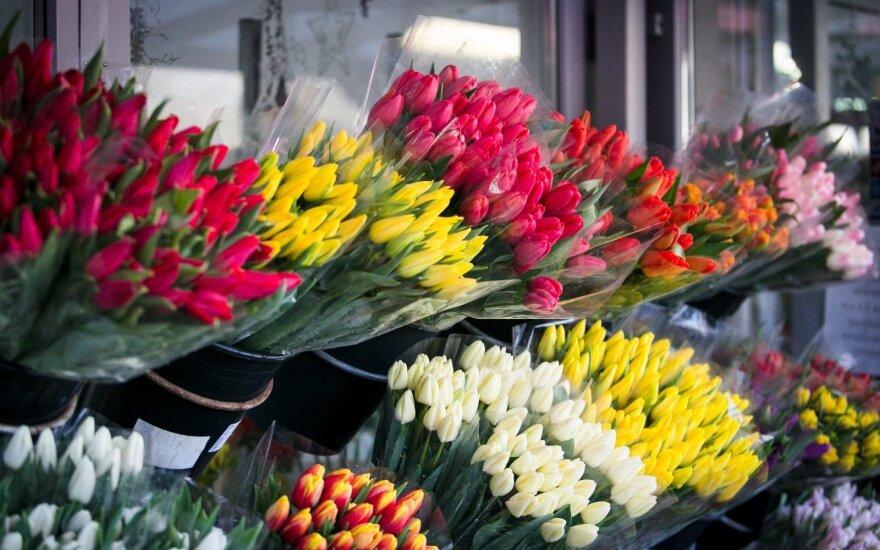 Kovo 8-ąją gėles pirko ir moterys: šventę galima susikurti pačioms