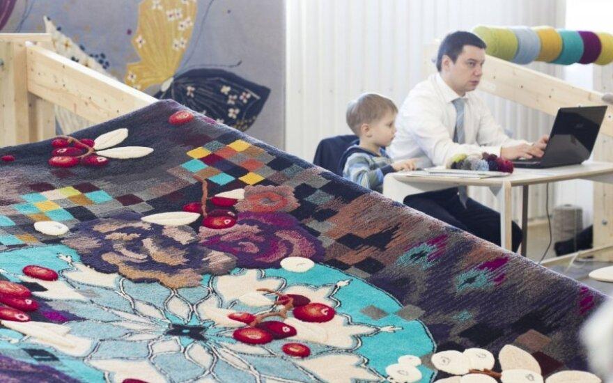Baldų parodoje bus audžiami net kilimai
