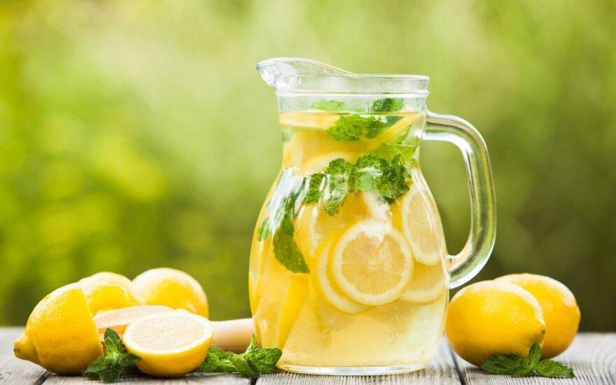 Kodėl rytą verta pradėti nuo vandens su citrina?