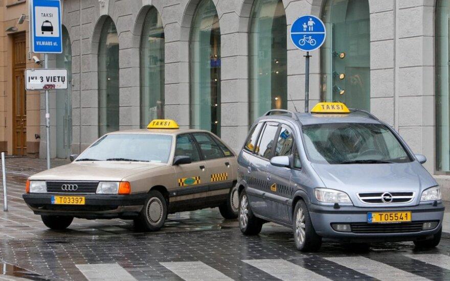 Sostinės taksi įmonių vadovai: gyvename ties išlikimo riba