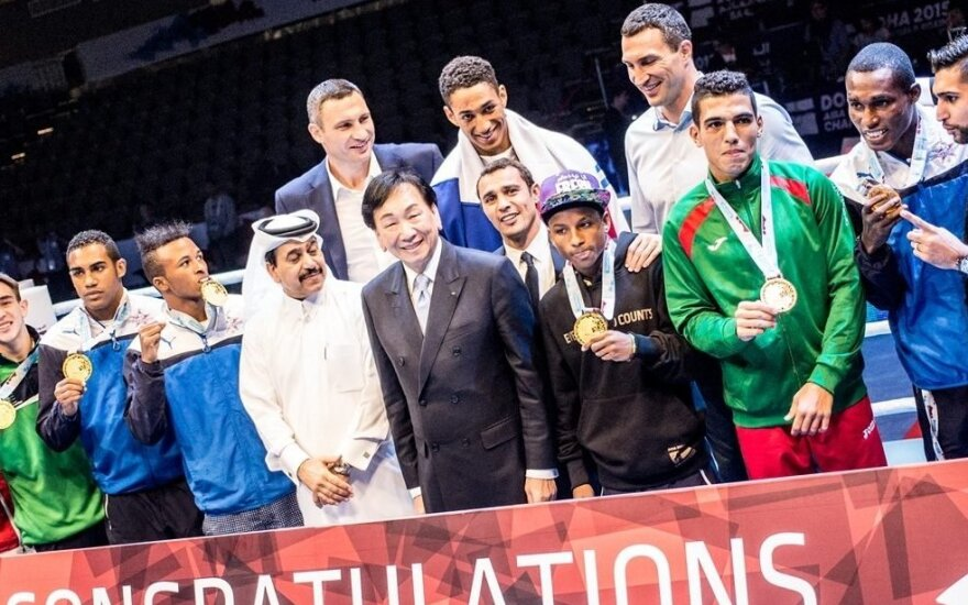 Vitalijus ir Vladimiras Kličko sveikina 2015-ų pasaulio bokso čempionus