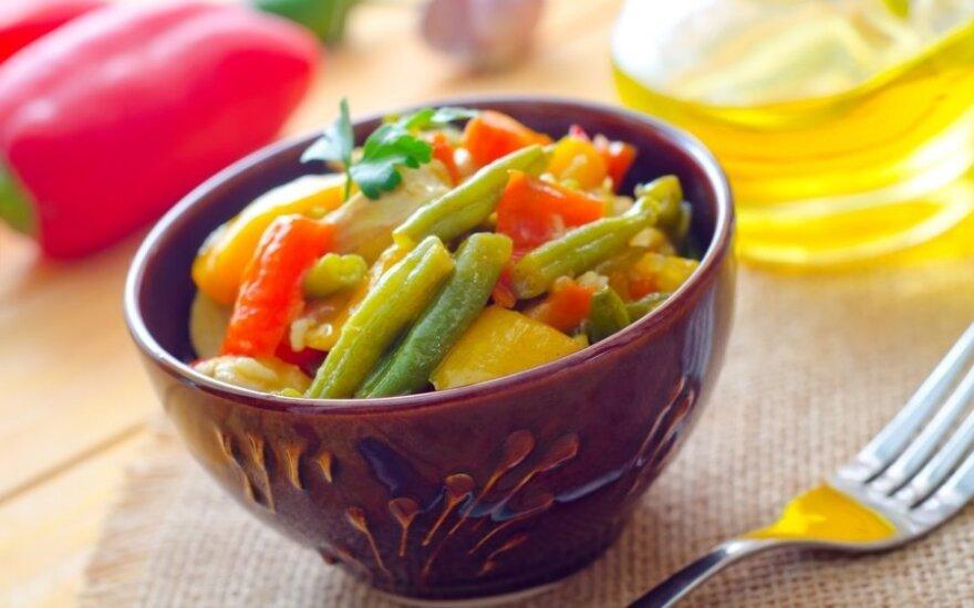 Daržovių troškinys su šparaginėmis pupelėmis