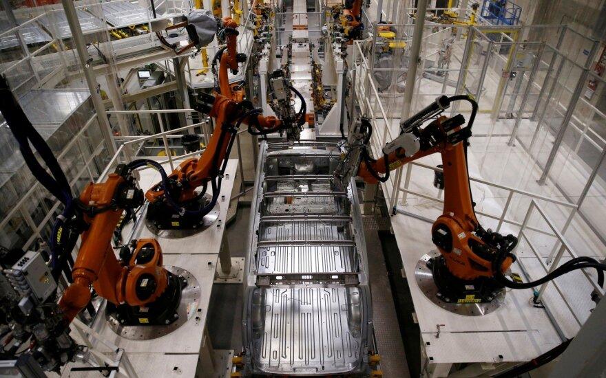 Robotai automobilių gamykloje