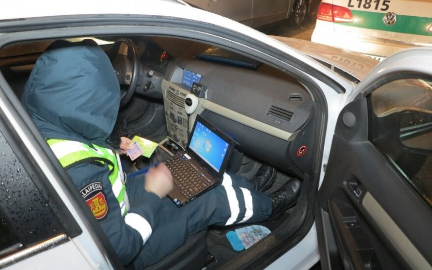 Policijos pamoka vairuotojams: protokolas surašomas ir už 1 km/val. greičio viršijimą