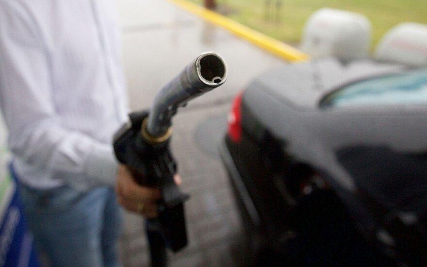 Automobilių mokesčio belaukiant: Lietuva tarsi rojus savininkams