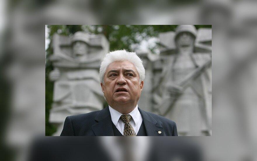 Rusijos ambasadorius patenkintas, kaip Lietuvoje rūpinamasi karo veteranų kapais