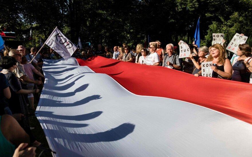 ES didina spaudimą Lenkijai