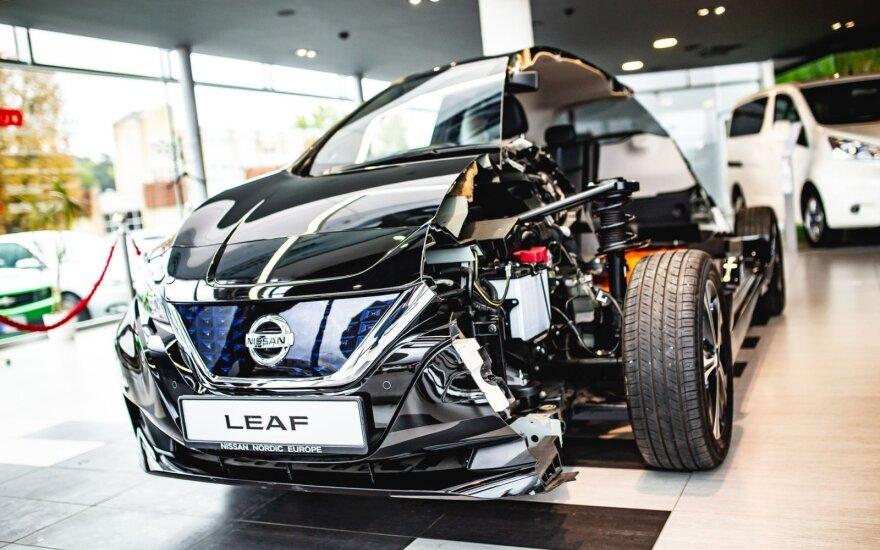 """Pusiau perpjautas """"Nissan Leaf"""""""