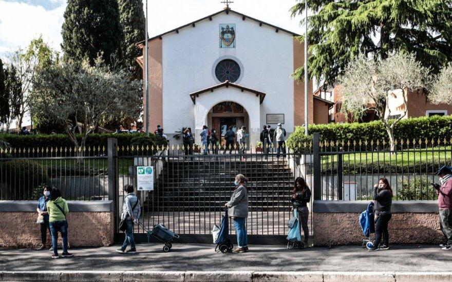 Nuodėmingas Italijos prospektas pasikeitė neatpažįstamai: pakliuvusieji į sekso vergiją pasmerkti lėtai bado mirčiai