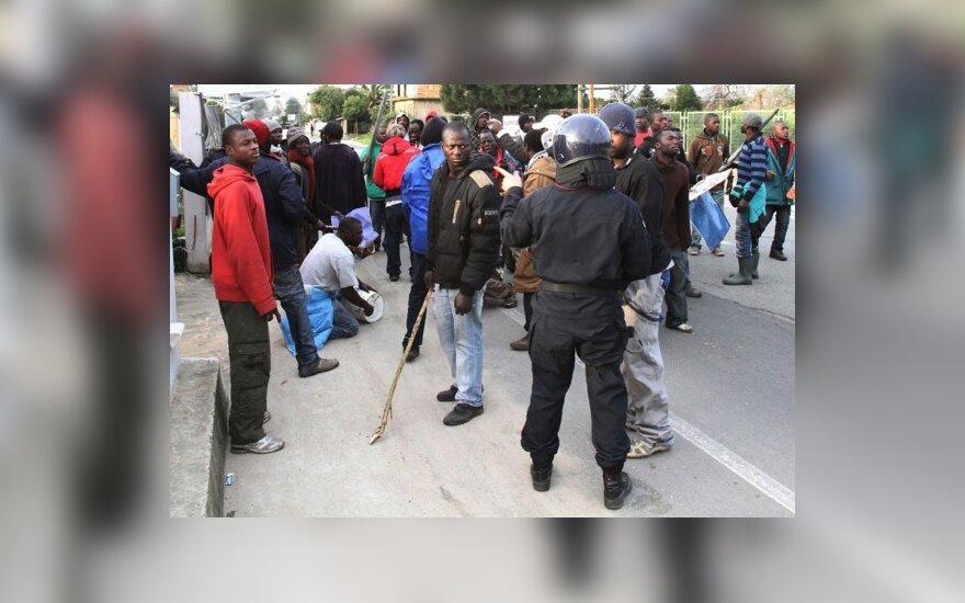 Italijoje auga įtampa tarp italų ir migrantų