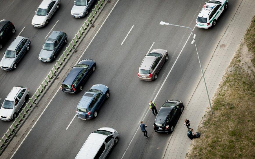 Siūlo grąžinti automobilio mokestį, jei jis išregistruojamas per 3 mėnesius