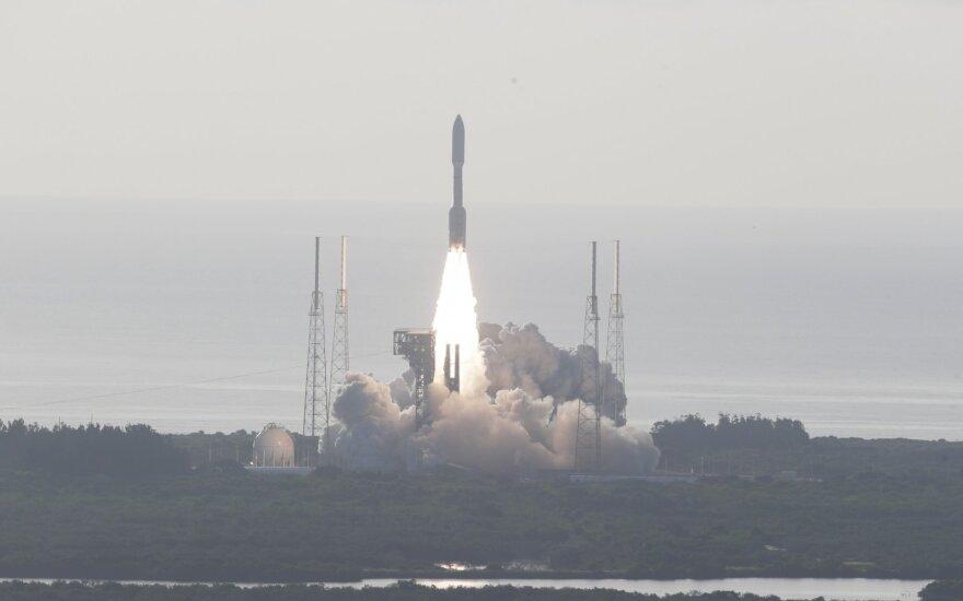 """NASA paleido į Marsą gyvybės pėdsakų ieškosiantį aparatą """"Perseverance"""""""