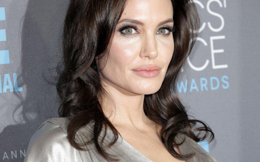 O. Žuravliova pataria, kaip išgauti A. Jolie skruostikaulių efektą