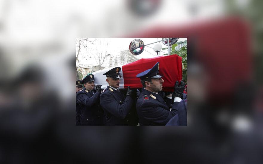 Italijos policininko Filippo Raciti, žuvusio per raušes po futbolo rungtynių, laidotuvės